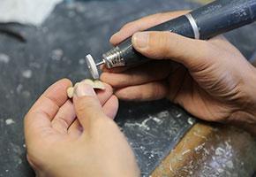 技工士による「人工歯(つめ物・かぶせ物・入れ歯)」の制作